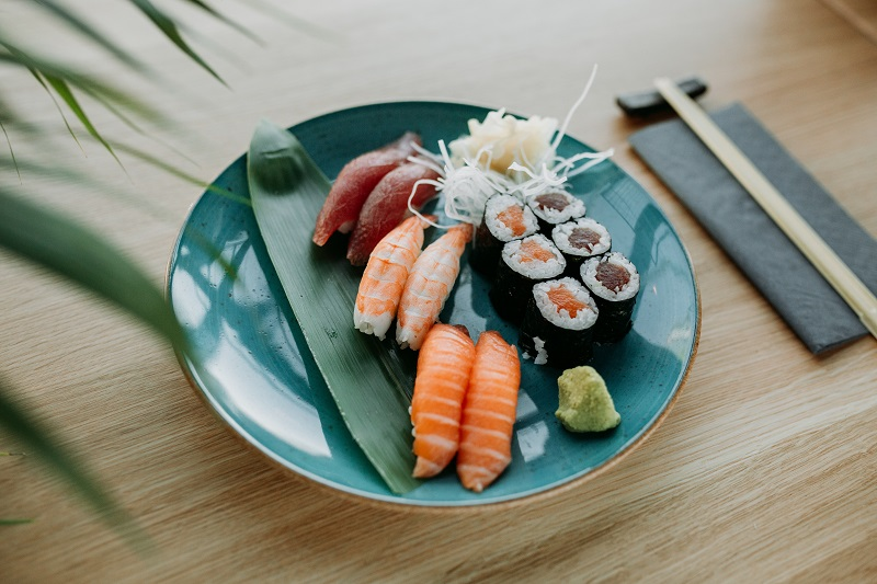 Nigiri (Difference between Nigiri and Sashimi)